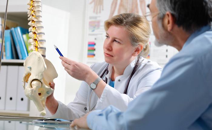 Spinalkanalstenose: Symptome und Therapie