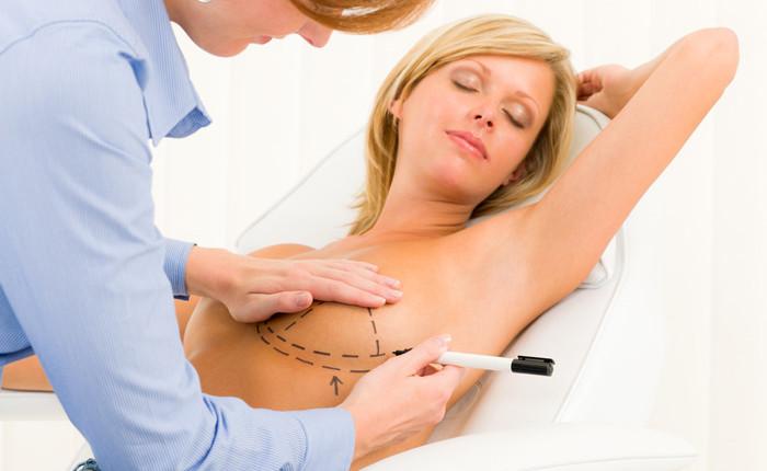 Heilungsschmerzen einer Brustvergrößerung