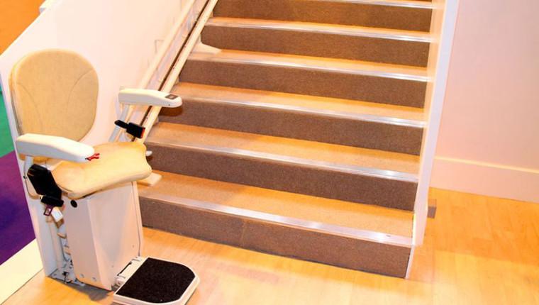 Treppenlift: Worauf sollte ich beim Kauf achten?